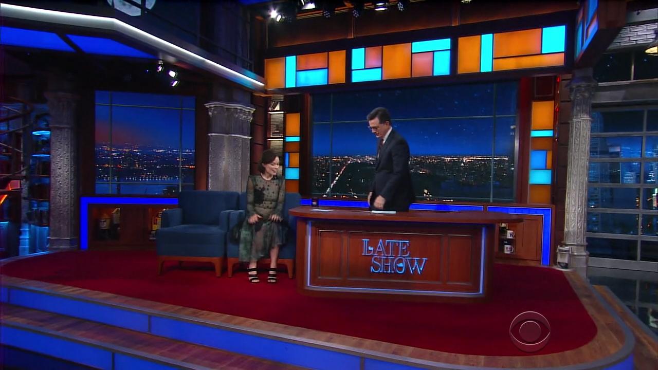 Olivia_Wilde_-_Stephen_Colbert_720p_2017_06_13.00_00_47_13.Still002.jpg