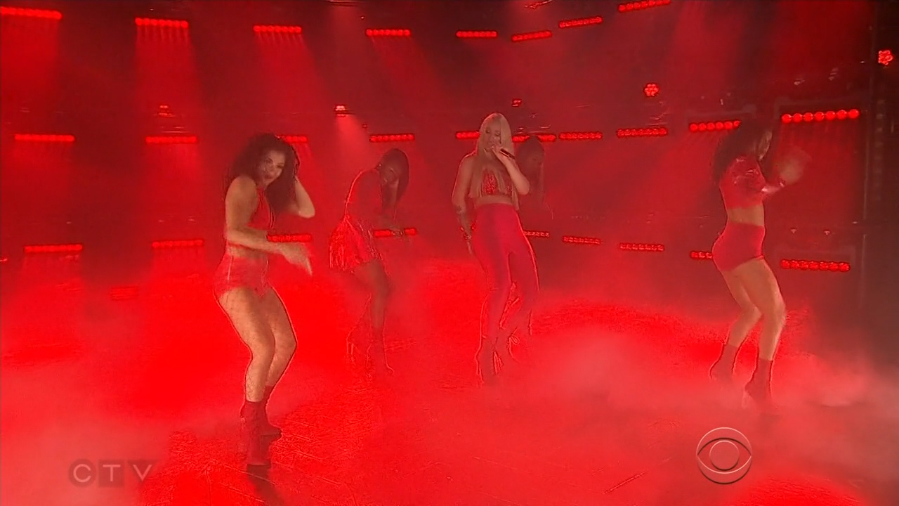 Iggy_Azalea_-_James_Corden_720p_2017_06_13.00_03_08_34.Still005.jpg