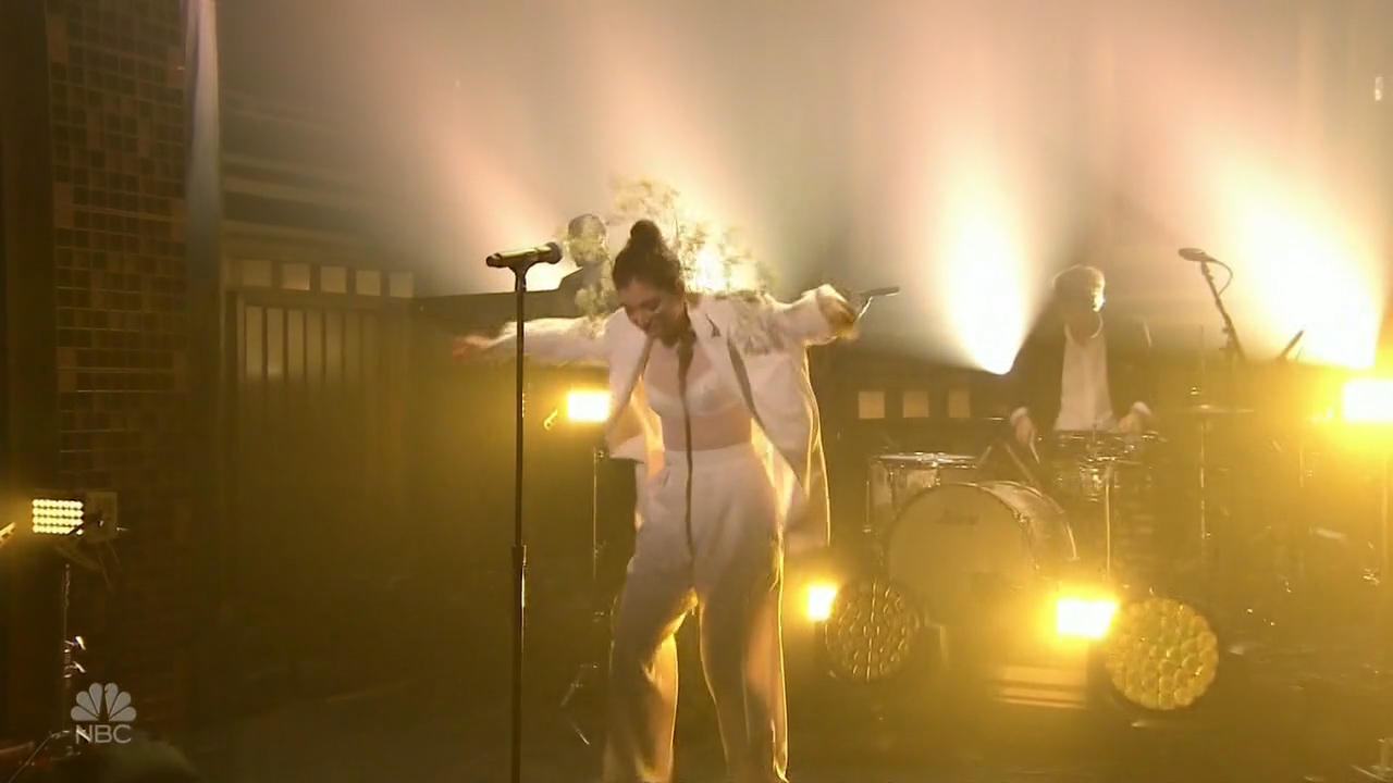 Lorde_-_Jimmy_Fallon_2_720p_2017_06_15.00_02_32_21.Still004.jpg