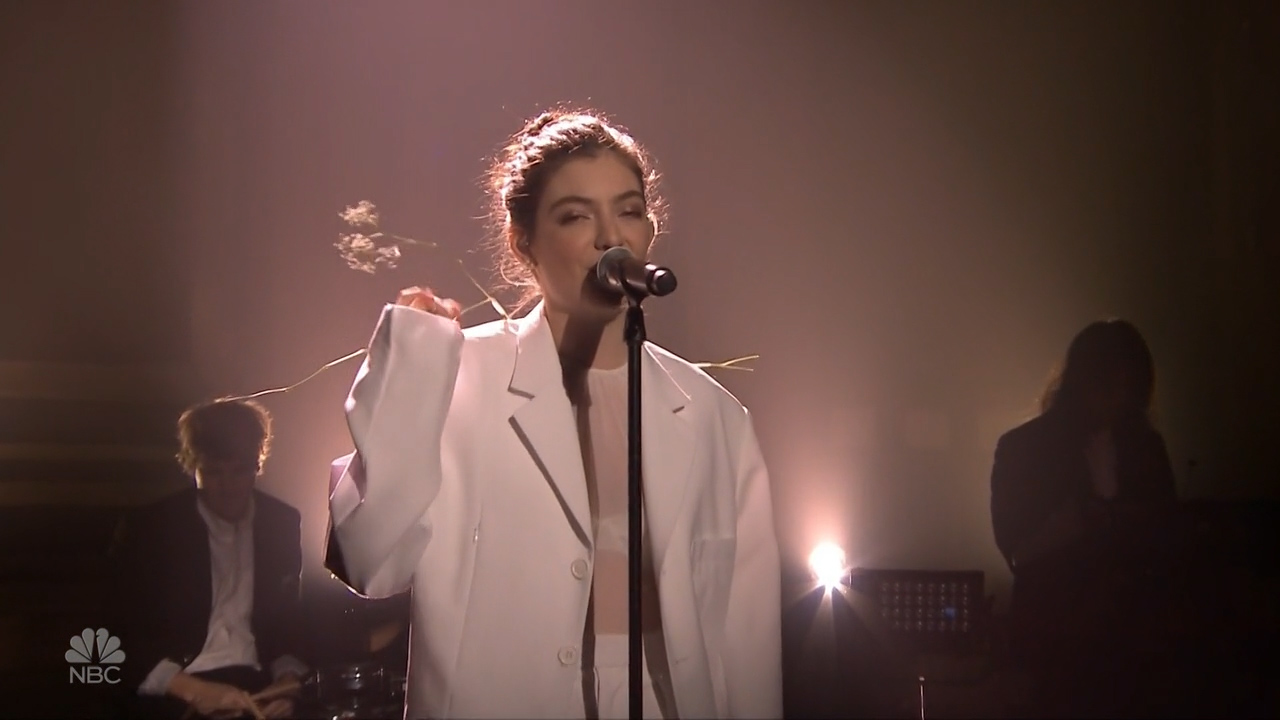 Lorde_-_Jimmy_Fallon_2_720p_2017_06_15.00_03_32_30.Still007.jpg