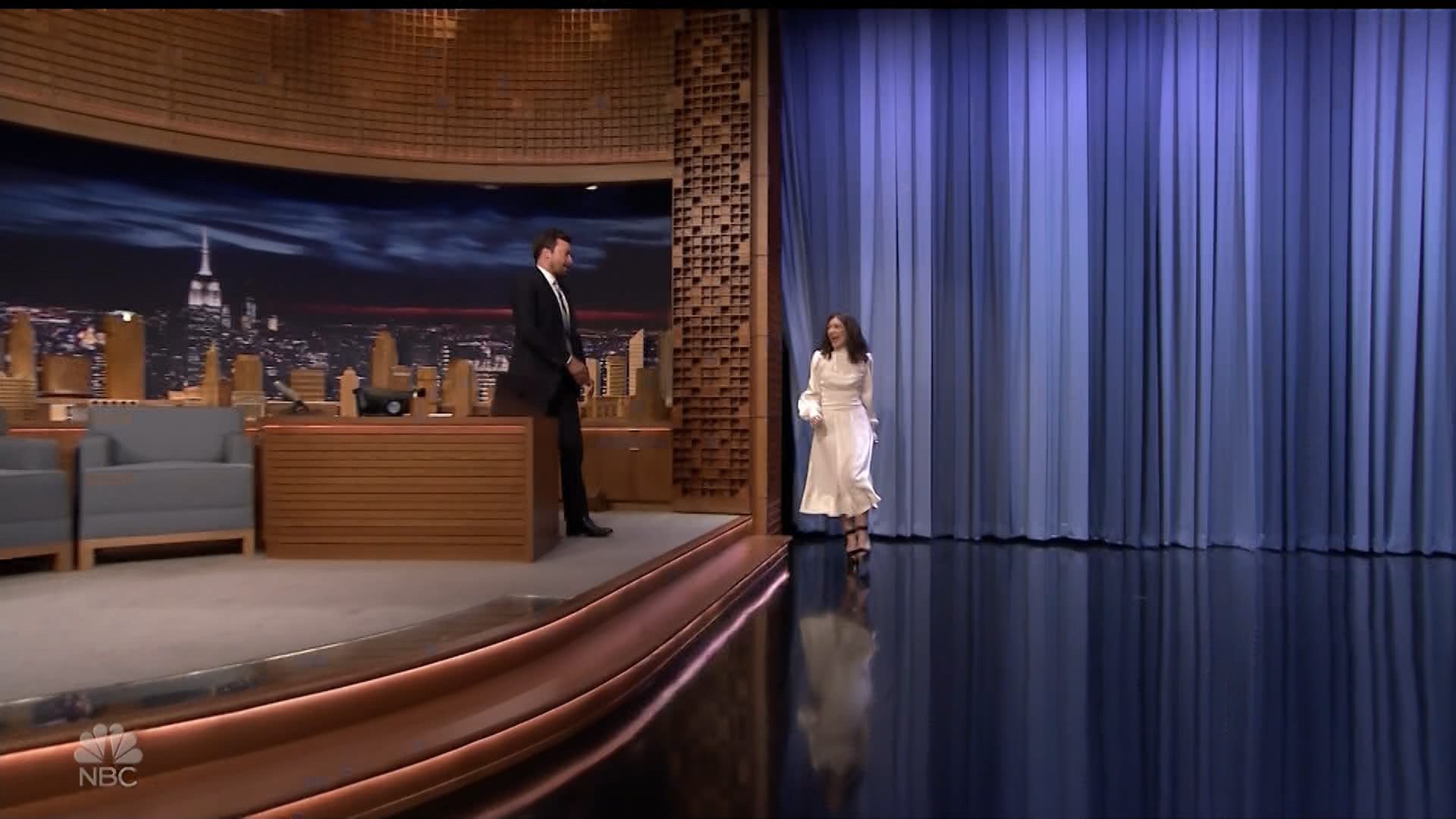 Lorde_-_Jimmy_Fallon_720p_2017_06_15.00_00_13_10.Still001.jpg