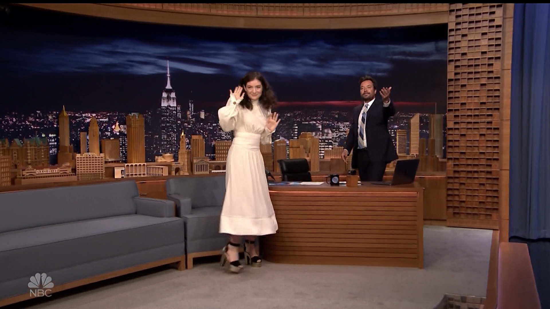 Lorde_-_Jimmy_Fallon_720p_2017_06_15.00_00_21_05.Still002.jpg