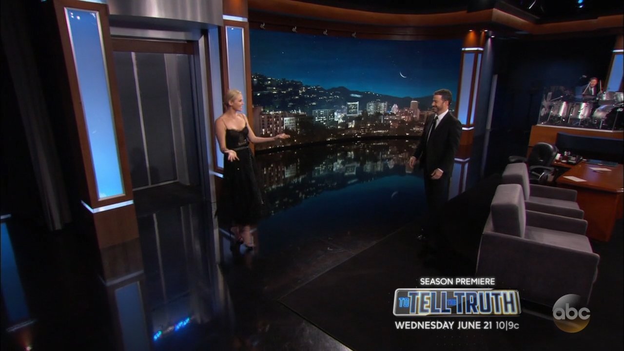 Charlize_Theron_-_Jimmy_Kimmel_720p_2017_06_12.00_01_14_11.Still001.jpg