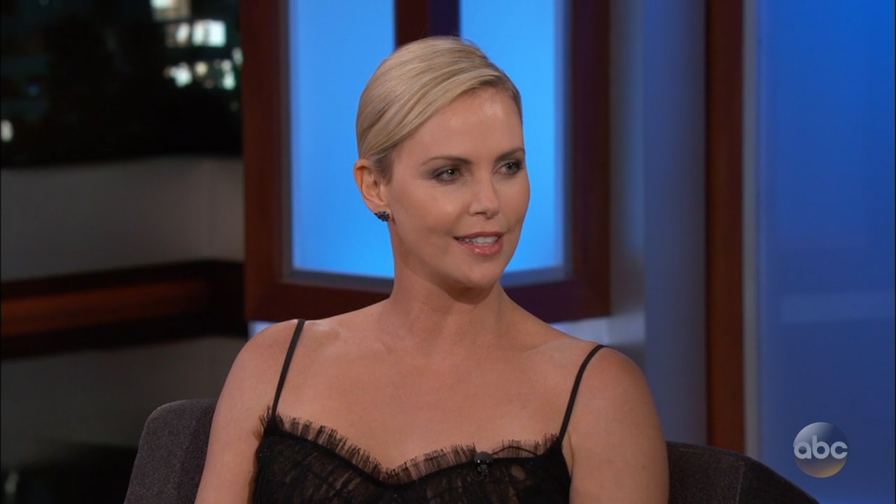 Charlize_Theron_-_Jimmy_Kimmel_720p_2017_06_12.00_01_58_19.Still006.jpg